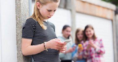 Skutki cyberprzemocy wśród nastolatków – jak chronić swoje dziecko?